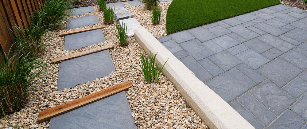 Salisbury Landscaping stepping stones with pea gravel